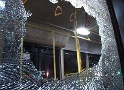 Полиция объявила в розыск хулиганов, обстрелявших автобусы на МКАД