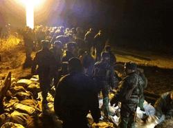 В сети появилось видео с места прорыва дамбы в Бортничах