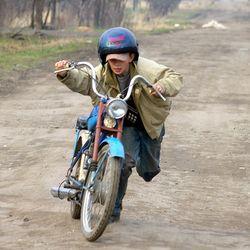 В Таджикистане права смогут получить даже школьники