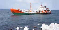 Аварийный танкер «Каракумнефть» по-прежнему угрожает экологии Курильского залива