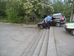 Пьяный водитель застрял на лестнице в Николаеве
