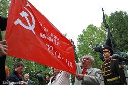 Красный флаг развернули коммунисты на Марсовом поле во Львове, - последствия