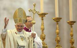 СМИ назвали причиной отставки Папы Римского геев