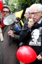 Париж потребует освобождения Беляцкого