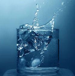 Ученые назвали воду «топливом» для мозга