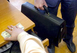 Заместитель главы Минтранскома в Казахстане вместе с подчиненными осуждены за коррупцию