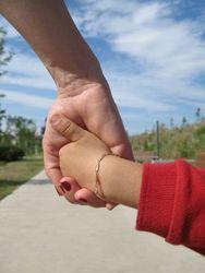 Казахстан заморозил заявки из США на усыновление детей