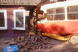 В Краснодарском крае трамвай протаранил дом