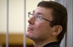 Власти разрешили Юрию Луценко выехать на лечение в Польшу