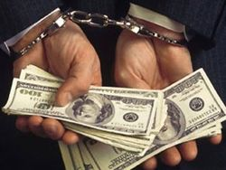 На Боковине арестован налоговик за взятку в 40 тыс. долл
