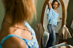Ученые: какие болезни можно диагностировать, глядя на себя в зеркало