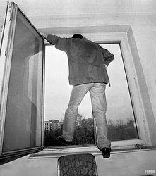 В Петербурге подросток бежал от допроса через окно