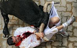 Сбежавший бык покалечил людей в испанской Памплоне