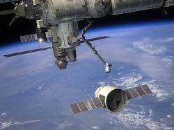 Частный космический грузовик Dragon отстыковали от МКС