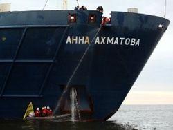 Арктическая война Гринписа продолжается - блокировано судно с вахтой