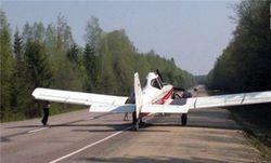 Чтобы дозаправиться, самолет бизнесмена сел на... дорогу под Тверью