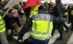 ТОП видео YouTube: драка сотрудников Iberia и полиции в аэропорту Мадрида