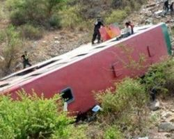 В Перу автобус с пассажирами упал в реку- 14 погибших