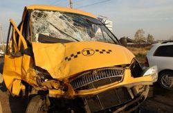 """На МКАД столкнулись пассажирский автобус и грузовой """"КамАЗ"""" – последствия"""