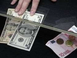 Жители Москвы резко стали менять валюту