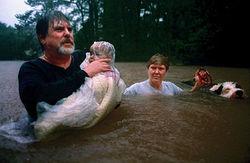 После сильнейшего урагана Техас затапливает наводнение - последствия