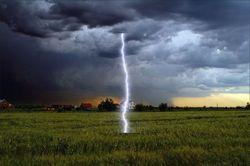 В Ровенской области девушка погибла от молнии