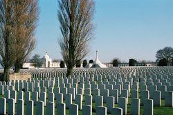 На кладбище немецких солдат во Франции устроили пьяную оргию