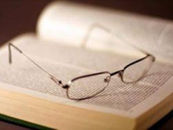 """Инновации в медицине: ученые изобрели """"очки для чтения"""""""
