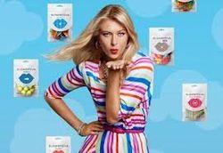 Бизнес и PR: Шарапова презентовала в Москве конфеты «Шугарпова»