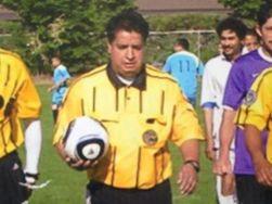 Умер судья, на которого напал футболист после желтой карточки