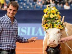 PR и звезды: Федереру подарили корову, а Роналду сломал руку ребенку