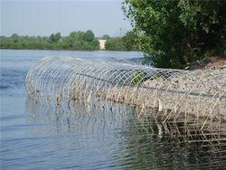 Полтора километра берега Днепра в Киеве заградили колючей проволокой