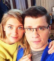 PR и невежество: Кристина Асмус выложила фото ню с женатым Харламовым