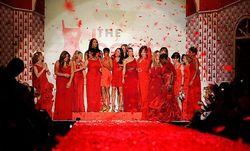 Красное и черное от кутюр в Нью-Йорке - открытие Недели моды и решение суда
