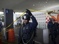 Полицейские застрелили сослуживцев в аэропорту