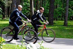 Путин отстранил Медведева от спорта - текущая работа или новая интрига
