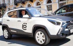 Прохоров приехал на форум в Петербурге на «е-мобиле», а его не пустили