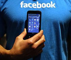 В сто раз упала стоимость  Facebook-смартфона