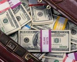 Отток долларовых депозитов в Украине сократился