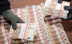 Таможенники Франции выявили контрабанду 500 тыс. евро в... колесе авто