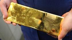 В пятницу золото на COMEX поднялось, но за неделю упало на 2,1 процент