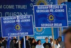 Грузинская оппозиция увеличивает отрыв, Саакашвили готов делить с ней победу
