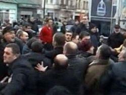В Кутаиси кортеж Саакашвили закидали камнями. ТОП происшествий чиновников