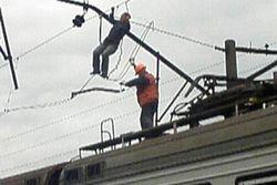 С крыши электрички, следовавшей из Мариуполя, сняли труп мужчины