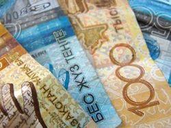 Курс тенге снижается к евро, швейцарскому франку и канадскому доллару