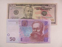 Гривна продолжила снижение к канадскому доллару и швейцарскому франку, но укрепилась к евро