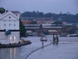 Первые жертвы наводнения в Праге - погибла женщина