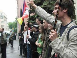 Суд до конца года запретил протесты под резиденцией Януковича на Банковой