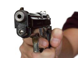 В Бодайбо Иркутской области стреляли в бизнесмена и его сына