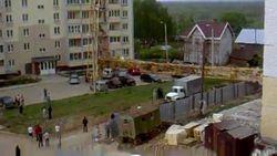 В Кирове на жилой дом обрушился строительный кран – последствия